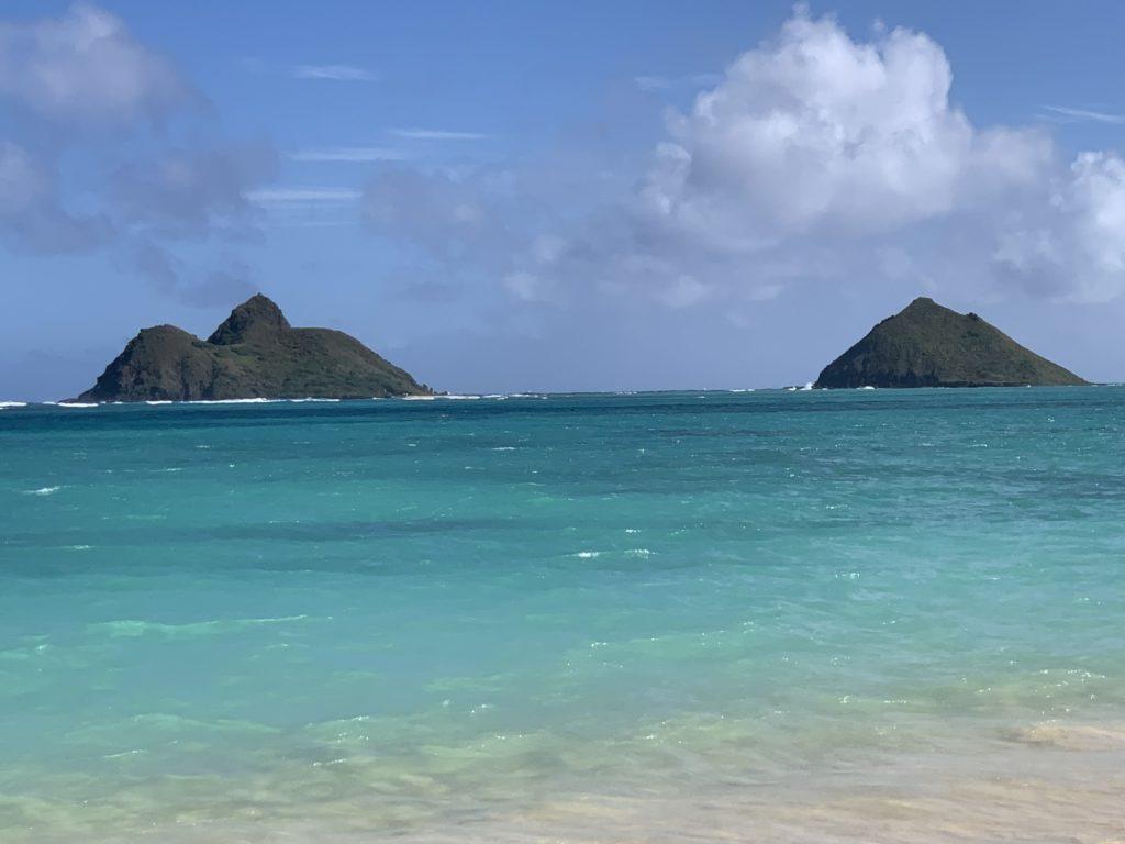 Lanikai_Beach_Moku_Nui_and_Moku_Iki