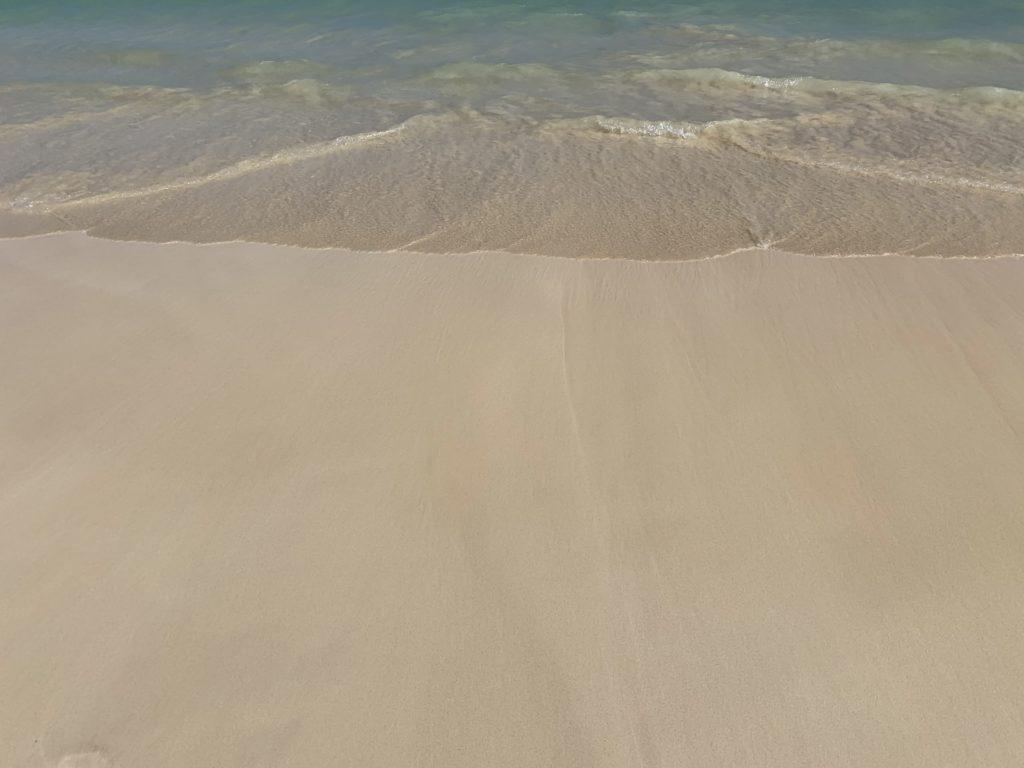 Lanikai_Beach_White_Sand_Beach_into_Ocean