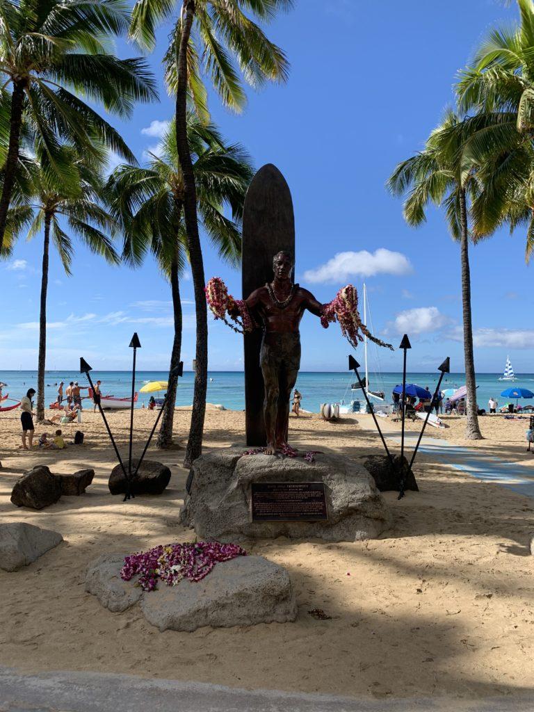 Waikiki_Beach_Background_Duke_Paoa_Kahanamoku_Statue